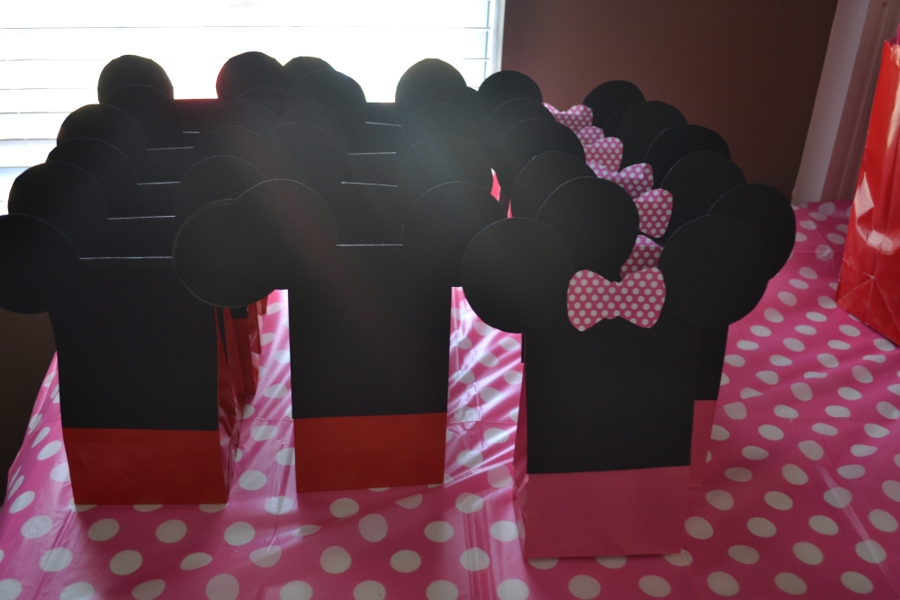 Minnie Mouse 2nd Birthday Party: DIY Recap (4/6)
